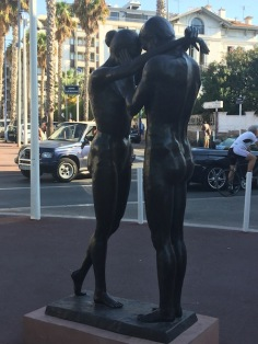 juan_statue_couple_sea_side_5